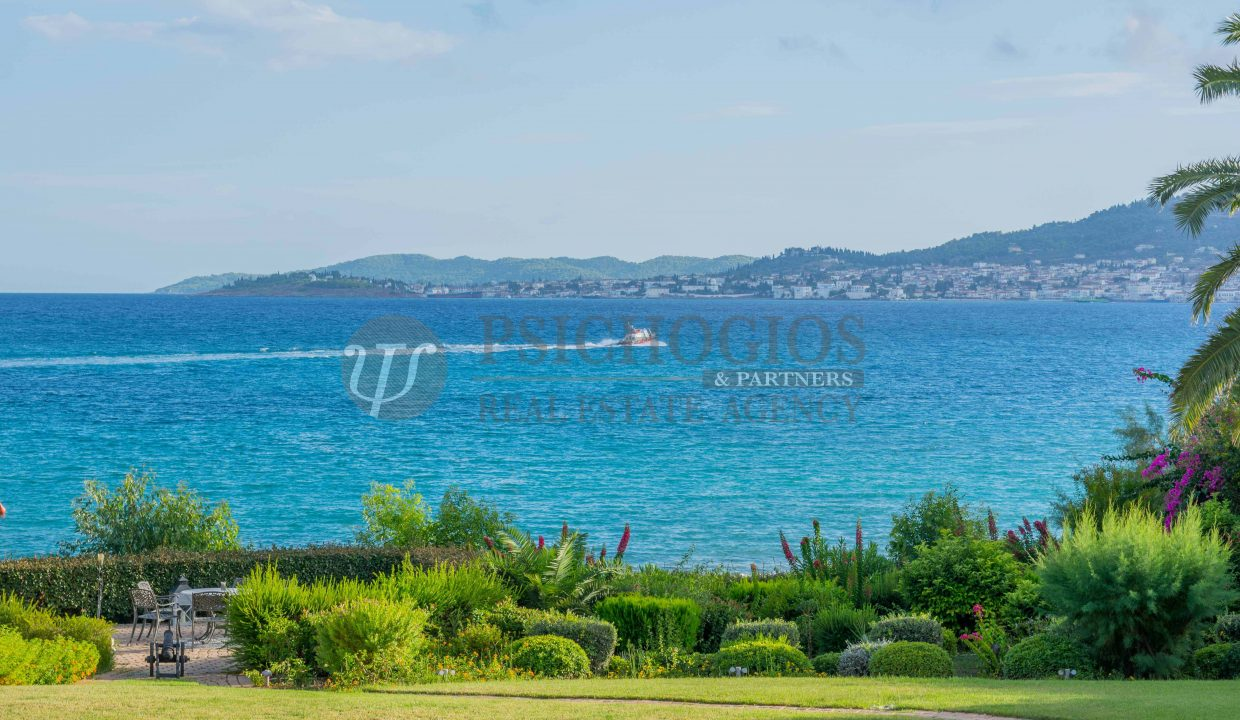 for_rent_villa_540_square_meters_swimming_pool_on_the_beach_Costa_Greece (39)