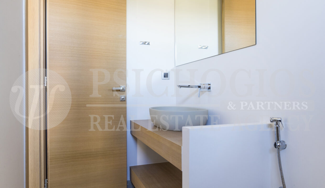 Main Level - Room with Ensuite Bathroom