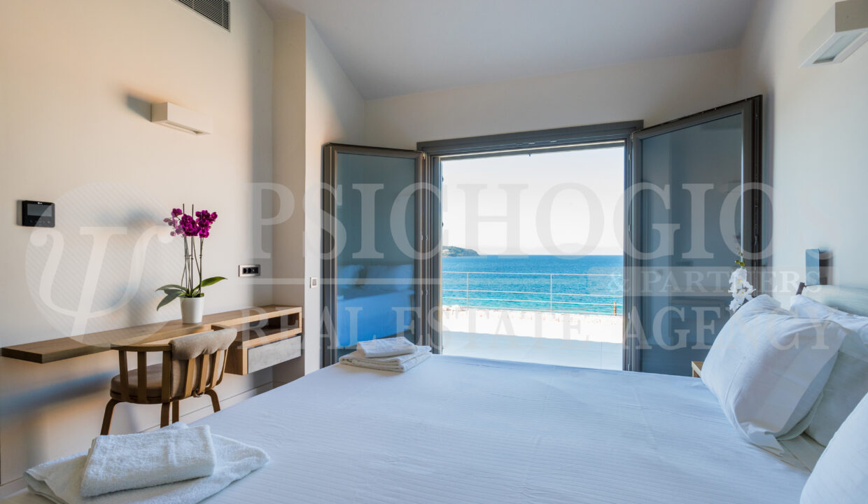 Upper Level - Room with sea view balcony