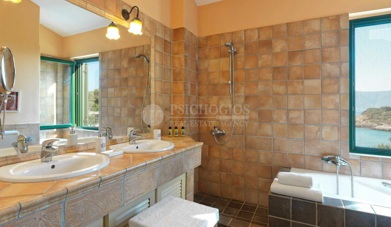 Upper level - Bathroom
